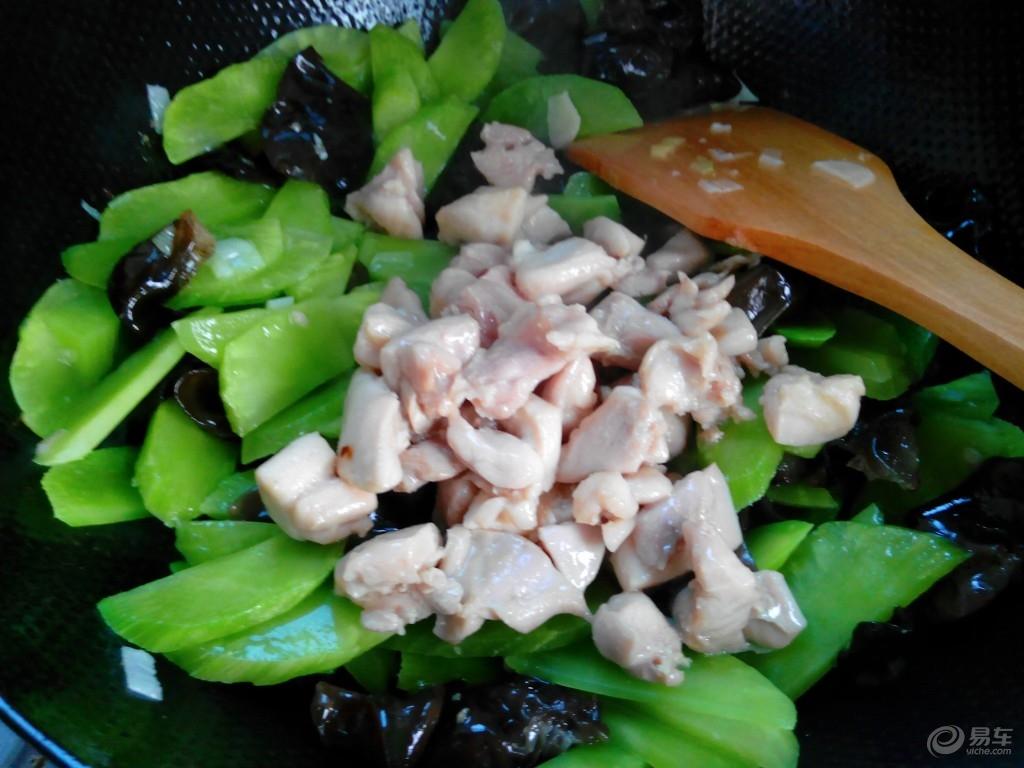 莴笋炒鸡肉的做法_怎么做莴笋炒鸡肉-做饭网