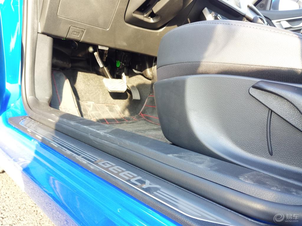 驾驶位的油门刹车-远景社区图片
