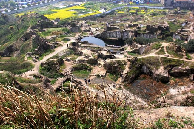 """游览西游记拍摄地之一的""""羊山石城"""""""