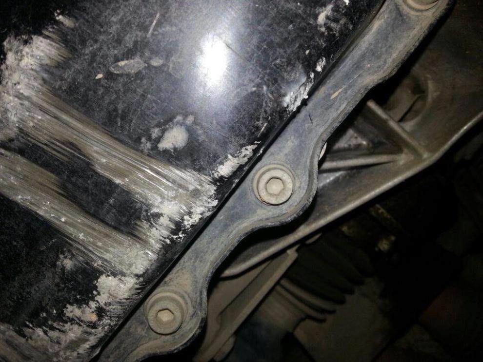 2011款速腾油底壳撞凹了,没漏油,请问高手是否要更换?】_速腾高清图片