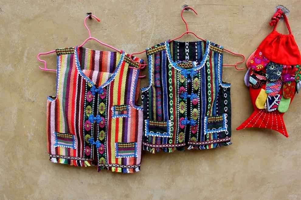 羌族服饰及装饰品展示