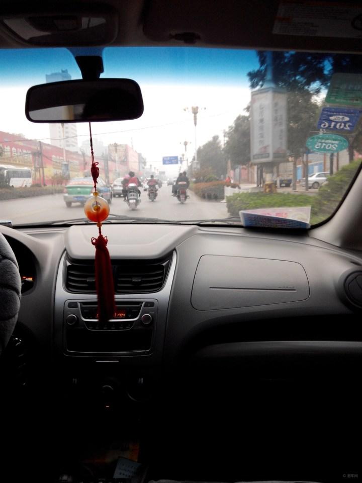 逛商场 开车/在路上,正能量,交警帮盲人过马路