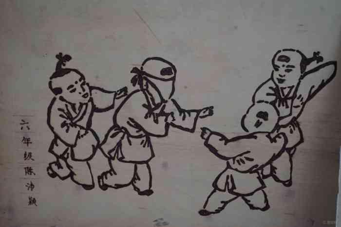 手绘儿童爬到走路