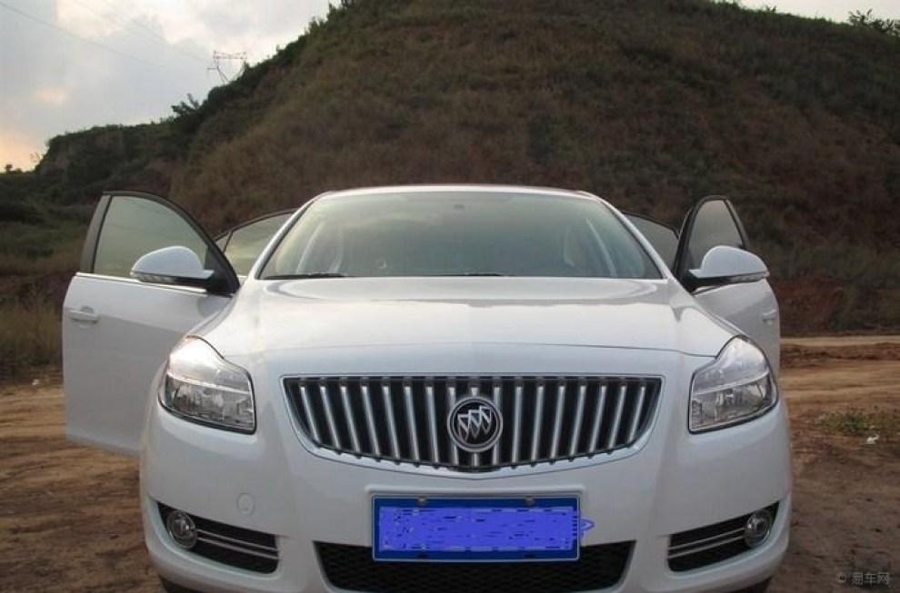 【【提车v白色】白色新君威舒适版上牌,装潢,油荣威950怎么开冷空调图片