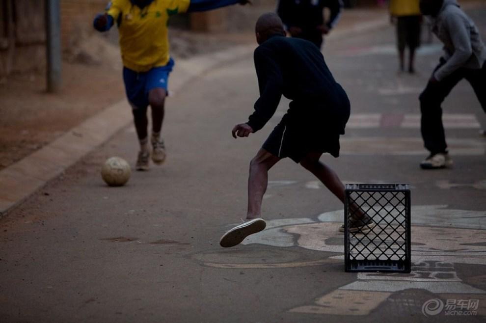【转:让中国人眼红的巴西街头足球】_天津论坛