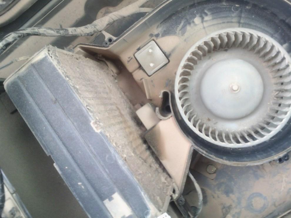 挖掘机空调----空调滤芯很重要
