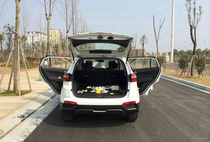 白色ix25新车作业·1.6自动智能型