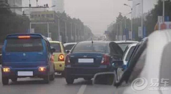 交通安全讹��_参考《中华人民共和国道路交通安全法实施条例》第五十二条规定的\