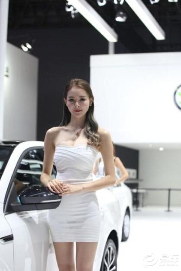 喜大普奔,围观成都国际车展里的香车美女