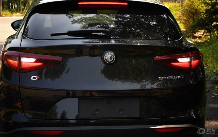 """【刀锋侃车】""""黑手党""""基因-阿尔法罗密欧的首款SUV测评"""