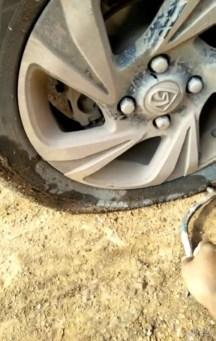 宝骏510低配用车2个月,跑山路胎被戳通了到...