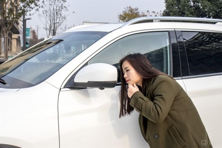 媳妇当车模第二季--《瑞风S7》--附用车报告!