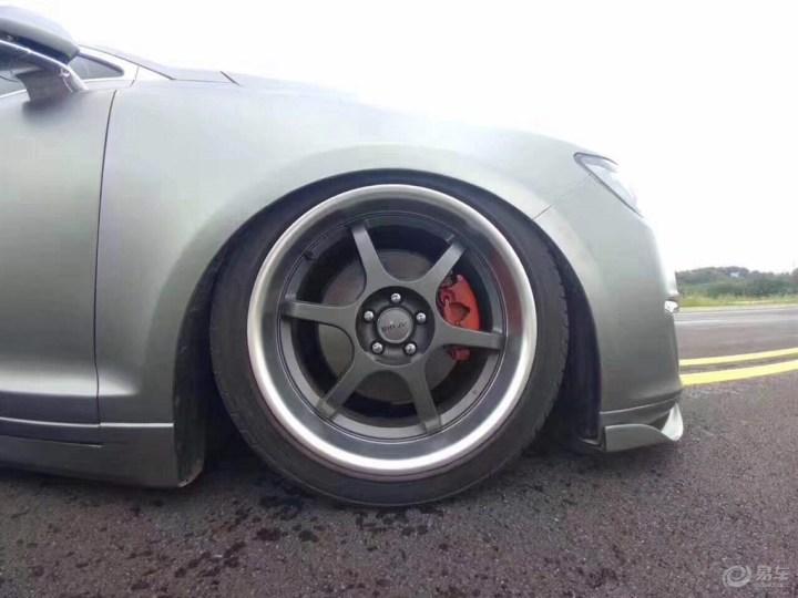 入门级豪华轿车林肯MKZ改装气动避震底盘升降 罕见的改装