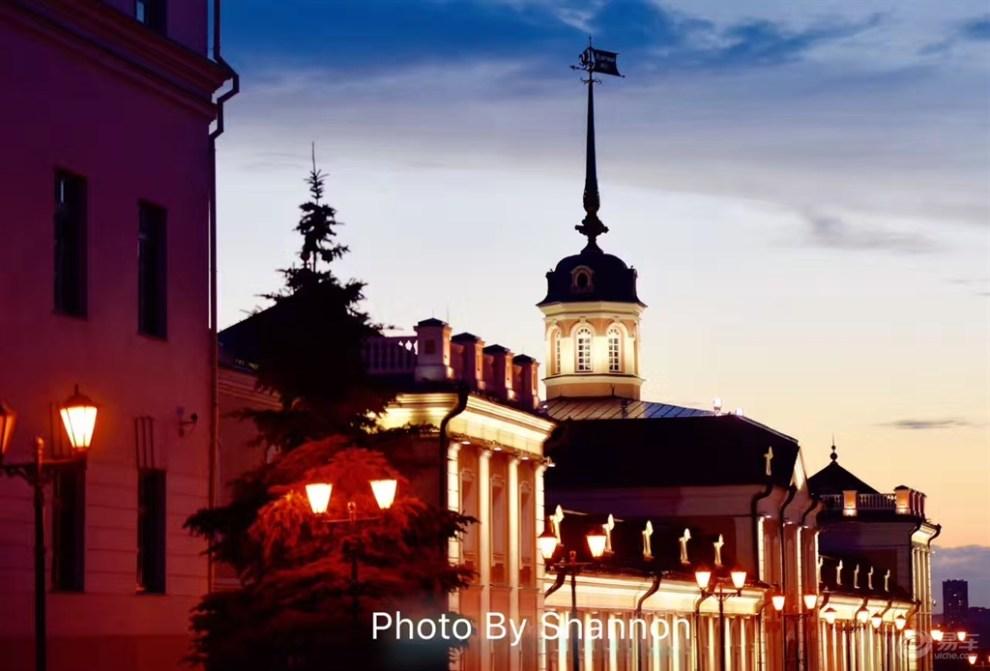 在俄罗斯喀山 CS95成为了婚纱摄影的道具