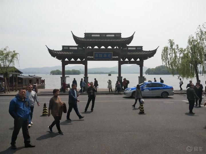 (留任帕萨特社区版主)新春新气象,西湖湖畔游人忙