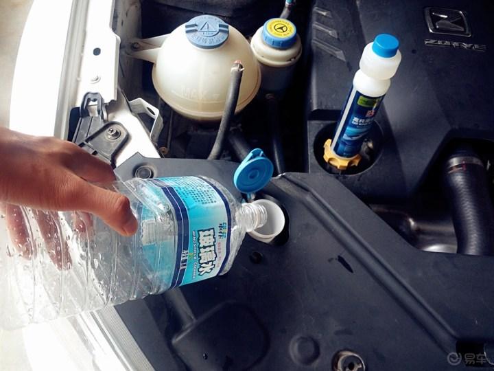 高速行车、给爱车添加玻璃水