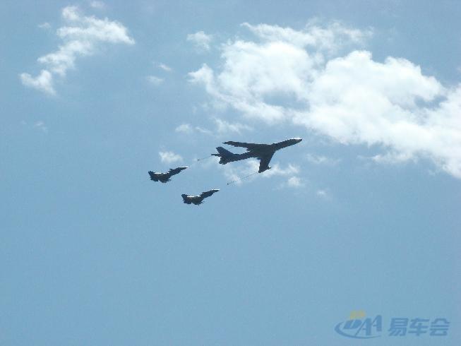 在邻居家拍的飞机编队