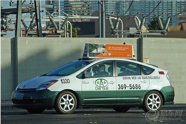 车顶的广告也很牛逼图片