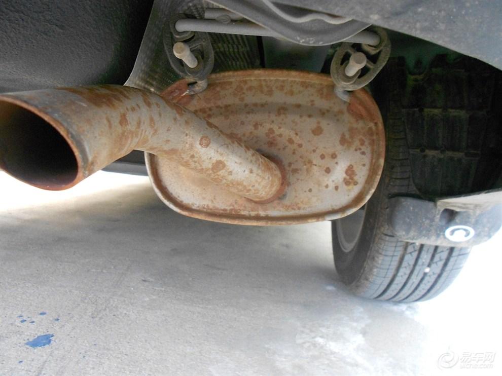 排气管生锈了 郁闷高清图片