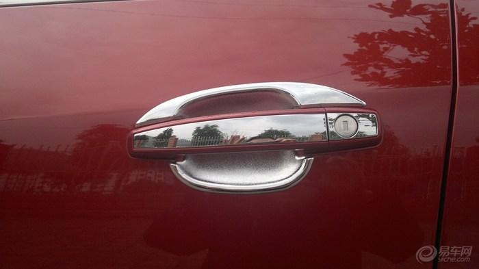 红色两驱领先,提车作业。